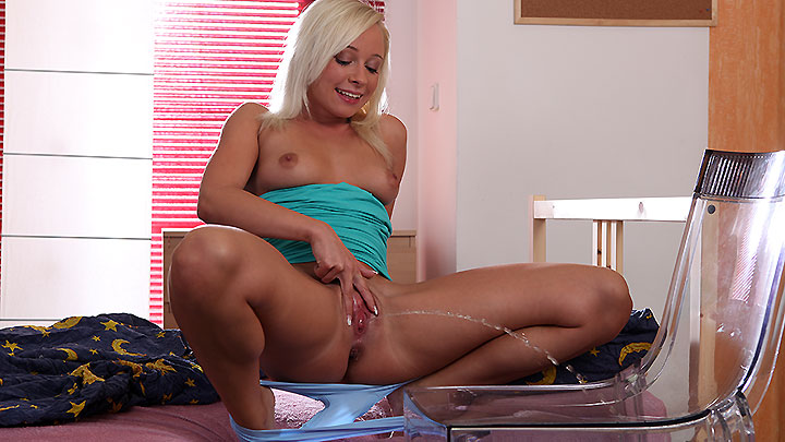 Wet Bed - Pee Porn - Naomi