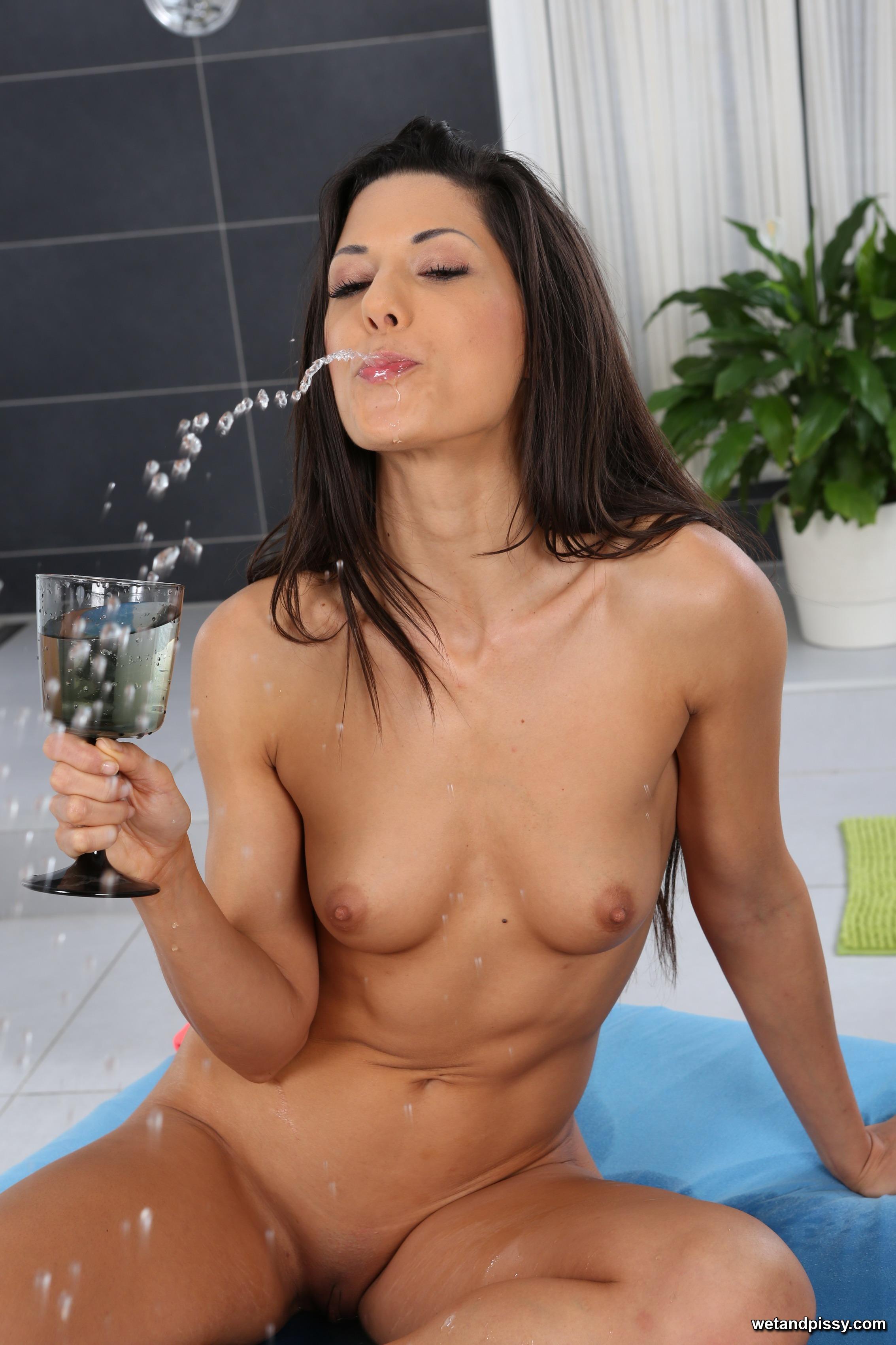 Gorgeous Alexa Tomas drinks her own golden pee