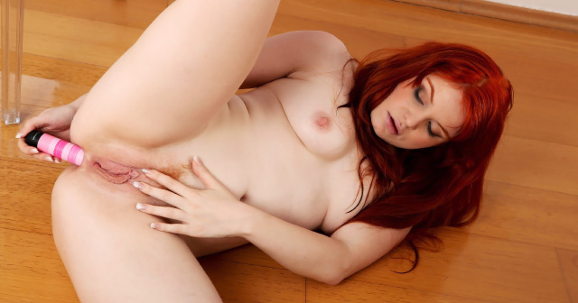 Wetandpissy vibrator play for piss drenched babe quinn 7