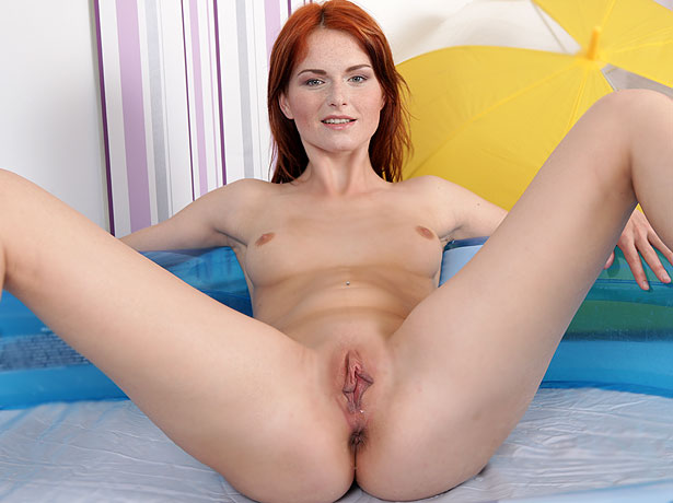 Wet and Puffy Model Amber