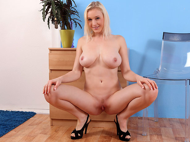 Wet and Puffy Model Sherry